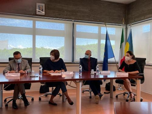 L'intervento dell'assessore regionale all'Istruzione e al lavoro, Alessia Rosolen, a Lignano alla presentazione dell'accordo per la formazione in chiave turistico-alberghiera